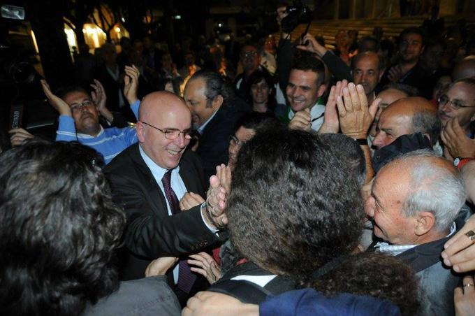 Mario Oliverio tra i suoi sostenitori