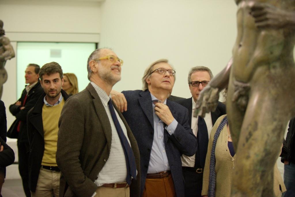 Vittorio Sgarbi in visita ai Bronzi di Riace