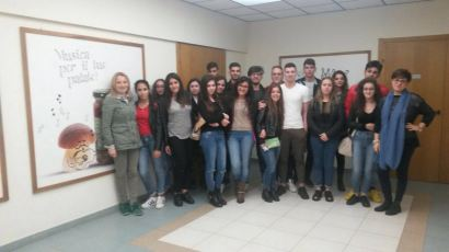 Attinà con gli studenti dell'ITC Familiari di Melito
