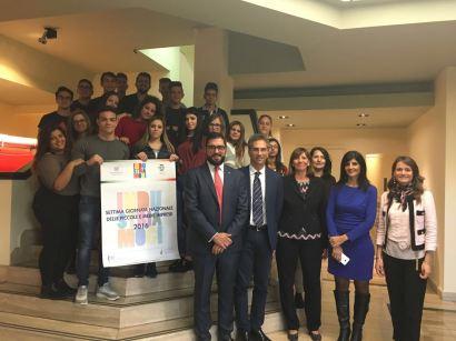Mauro Caffè con gli studenti dell'ITC Familiari di Melito