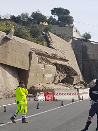 crollo-muro-bova-2